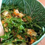 Salada Quente de Couve flor e Cenoura com Rúcula, Queijo e Frutos Secos (receita também em video)