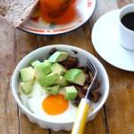 Ovos no Microndas com Cogumelos e Abacate