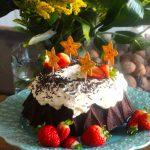 Bolo de Chocolate Fabuloso com Cobertura de Mascarpone (receita em video)