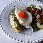 Tapioquinha de Pasta de Atum, Abacate e Folhas Verdes