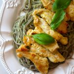 Frango com Limão e Gengibre com Esparguete com Pesto de Abacate e Manjericão