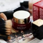 Clarins: Instant Smooth Perfecting Touch